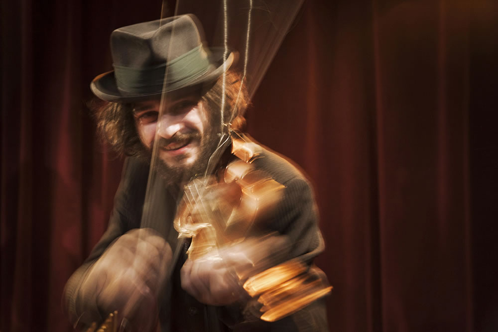 Malamente, violonist in the Italian band Guappecarto, playing a gig in Paris.