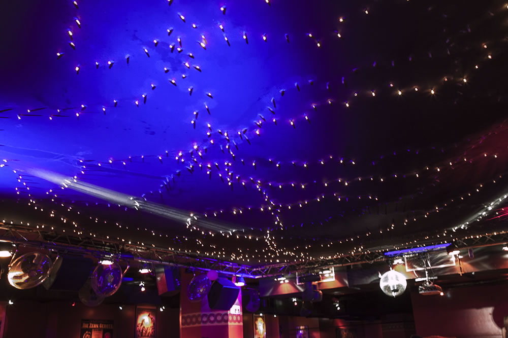 An underground nightclub in Paris tries to recreate the night sky.