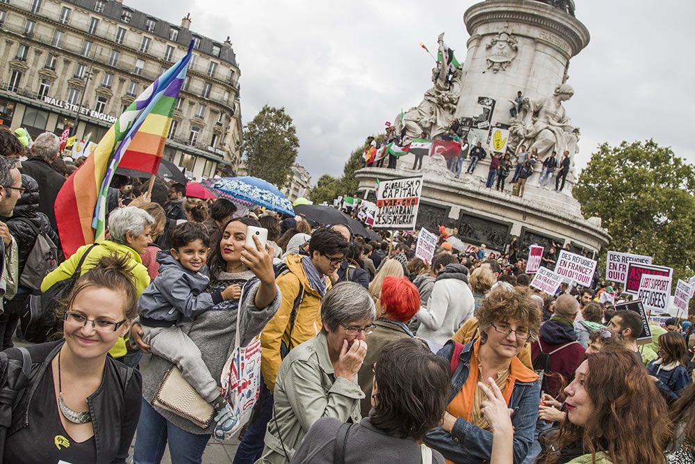 On Saturday several thousand people gathered at Place de la République in Paris to show their support for refugees seeking asylum in France.
