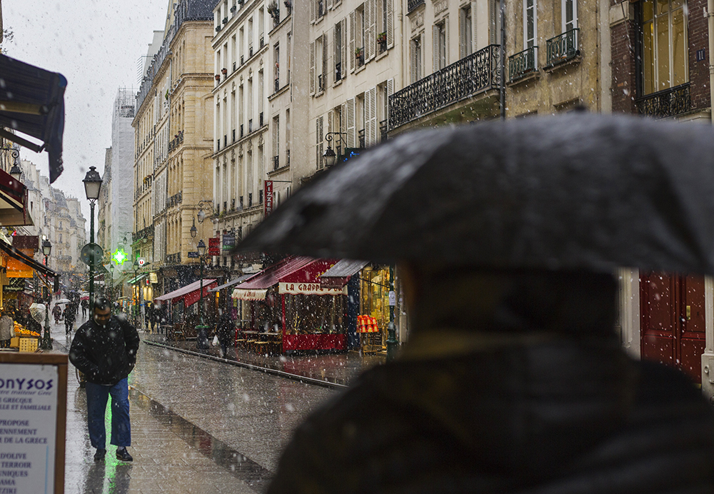 On rue Montorgeuil this afternoon in Paris, where the sun gave way briefly to rain, sleet and big, wet slobbering snow, and then returned to dry it all up. If you were having your afternoon nap at the time, your day been entirely sunny.